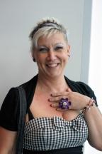 violett skully ring