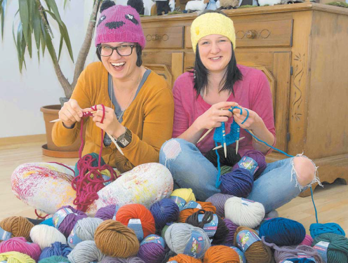 Simone & Maria. The Knitting-Sisters
