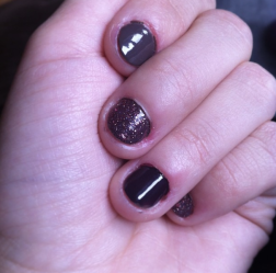 Fingernägel mit Glitzer.