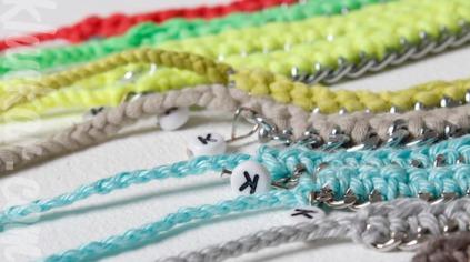 Häkelarmbänder Farbenvielfalt